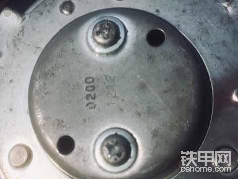 """油箱盖上也有,这个想必大家都知道,不算冷门。<img class=""""smiley"""" src=""""/img/smiley/new/tiejia1.gif"""">"""