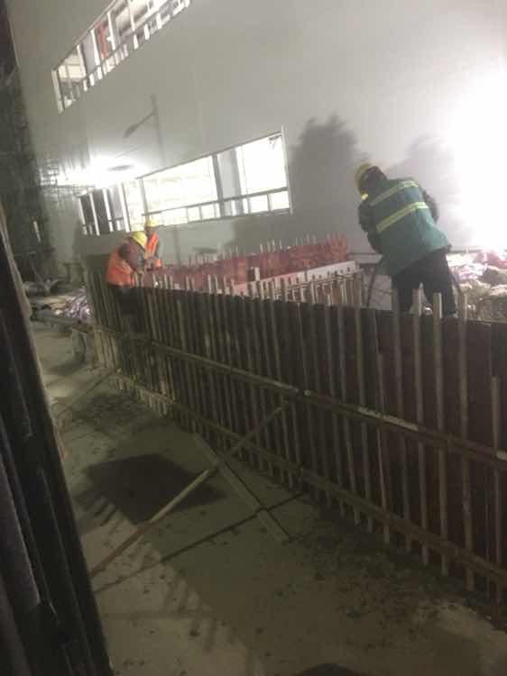 加班打混凝土,工人老头真辛苦