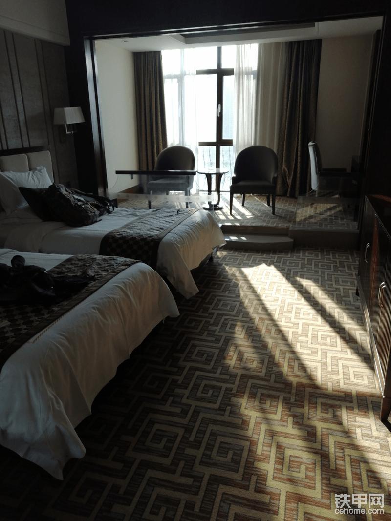 顺利到达酒店  酒店足以证明山工机械对这活动比较重视