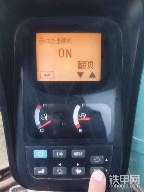 自动怠速停机,很不错的功能,节省燃油,保护环境,3分钟后自动熄火。