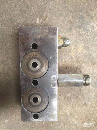 谁有卡特307B液压泵旁边这配件新旧都可以
