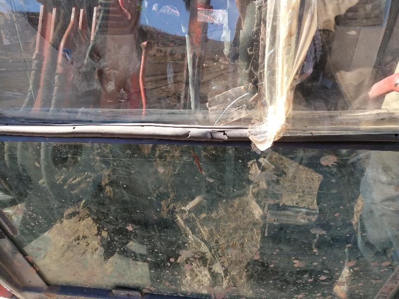 大宇60-7挖机镶嵌前挡风玻璃的胶条