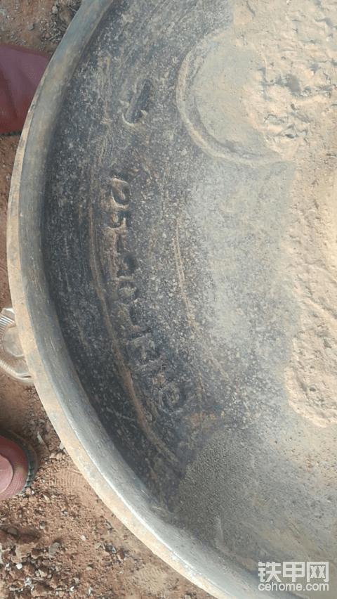 这是小松推土机什么型号的轮子