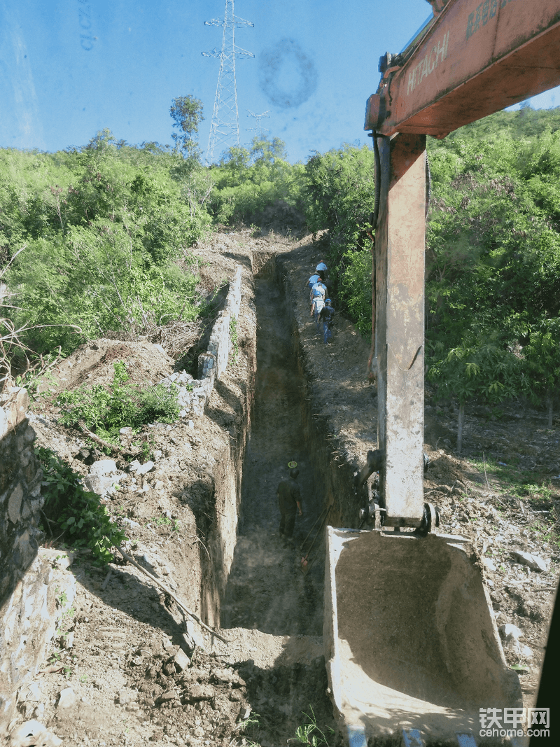 山上45度斜坡挖沟分享经验请老师傅多多指教