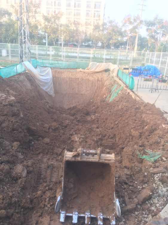 轮挖挖四米深的沟,陷车了还在想刷坡怎么刷??