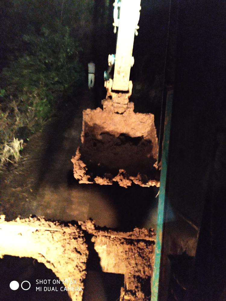 《我的铁甲日记第六十四天》下午挖基础,晚上回填水管