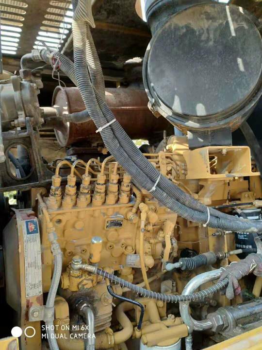 老铁们看看这两台铲车怎么样