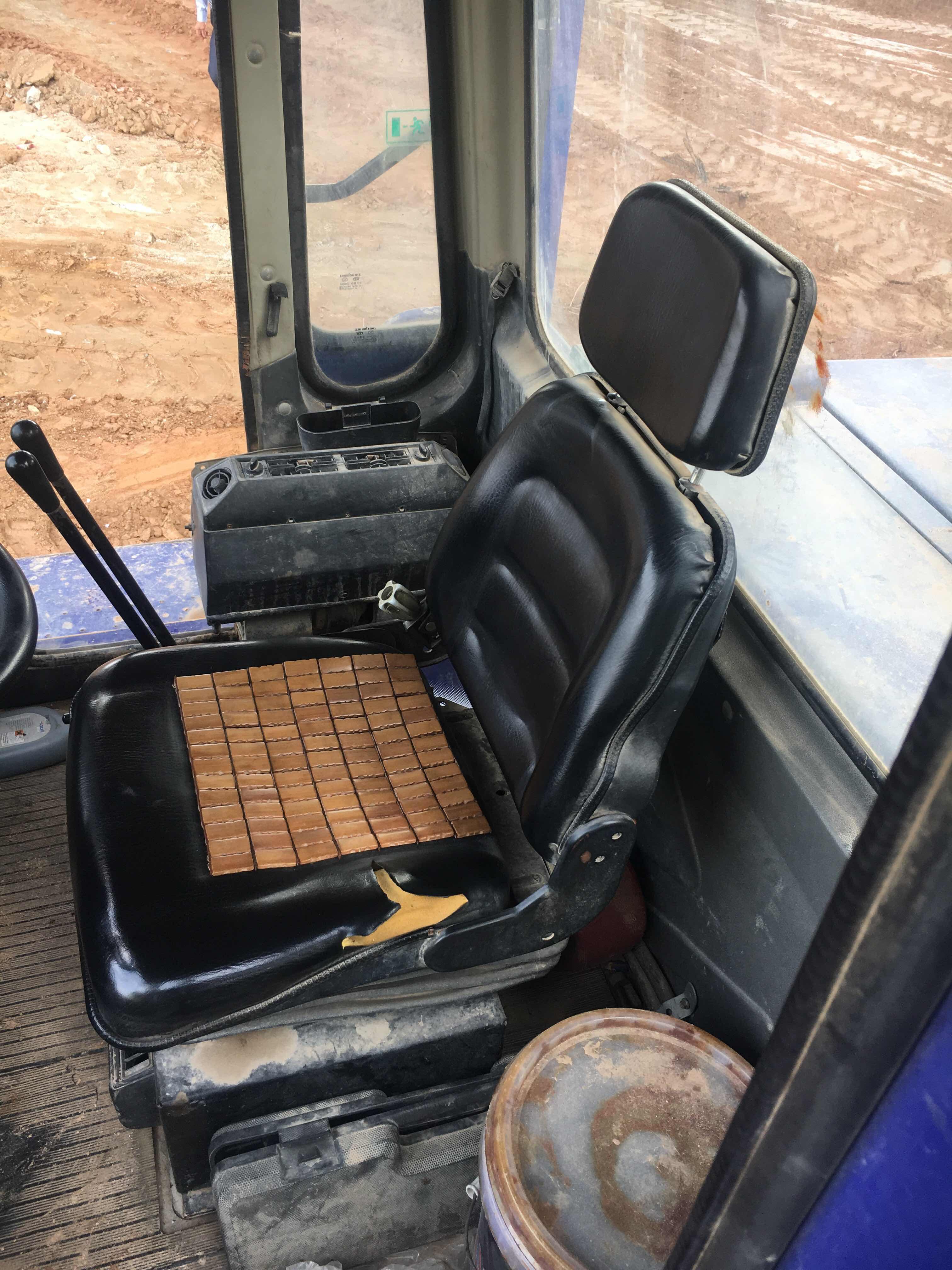 龙工的铲车座椅