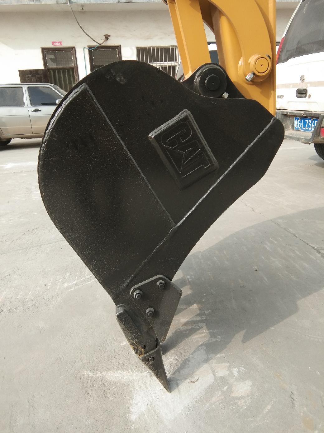 两大挖机巨头卡特305.5VS小松56