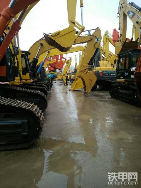 如何辨别二手挖掘机的翻新车和改款车