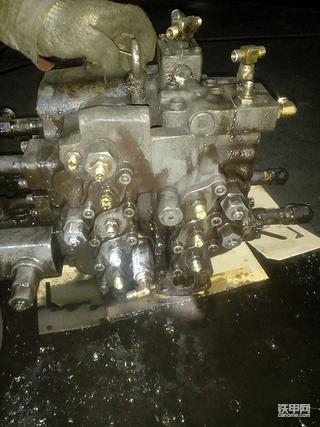 沃尔沃240主控制阀维修记录。
