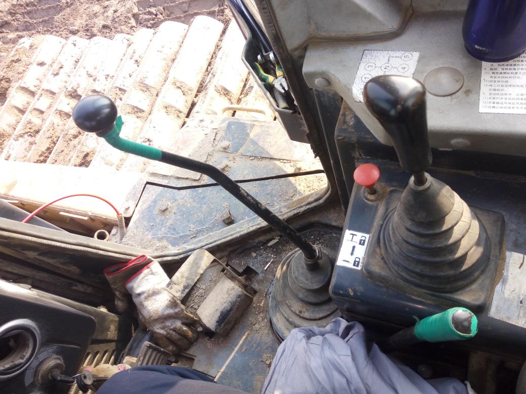 推土机漏油