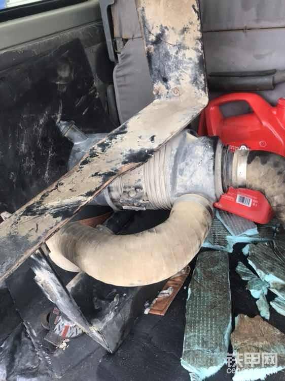 把空气滤芯,支架全部拆除,方便拆除大泵