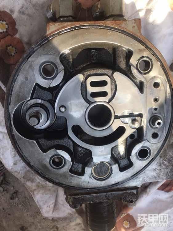 拿掉配油盘的泵盖