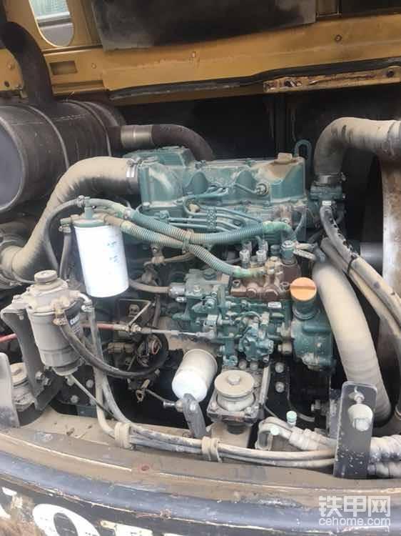 发动机原版,也是原车漆,柴油泵泵头换过了(其实正常,这是洋马发动机的通病,并且国产柴油的品质大家也知道的,这个泵头里面就是柱塞,如果发动机不好启动,或者热车不好启动,基本上就是这个泵头的毛病)