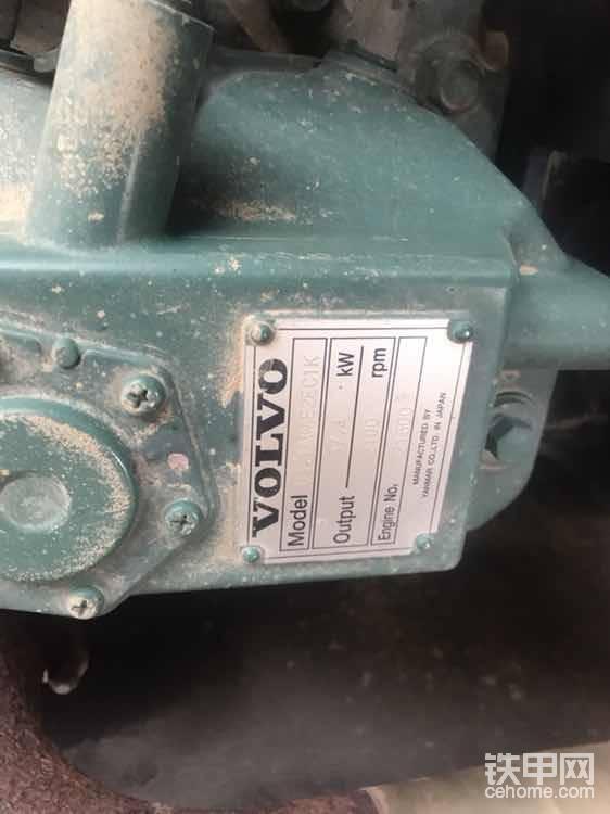 铭牌打的是沃尔沃专用标签,一般人肯定会以为这是沃尔沃专用发动机(其实就是洋马公司按照沃尔沃公司的要求专门生产的洋马94的发动机)