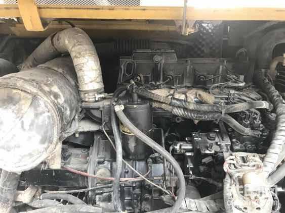 发动机是洋马98的黑色机器,油耗不高,不过噪音明显比94的噪音大,玉柴有个最大的优点就是基本上不会高温的,我们这里最热的时候近40摄氏度,大油门干活才65度左右,牛逼吧