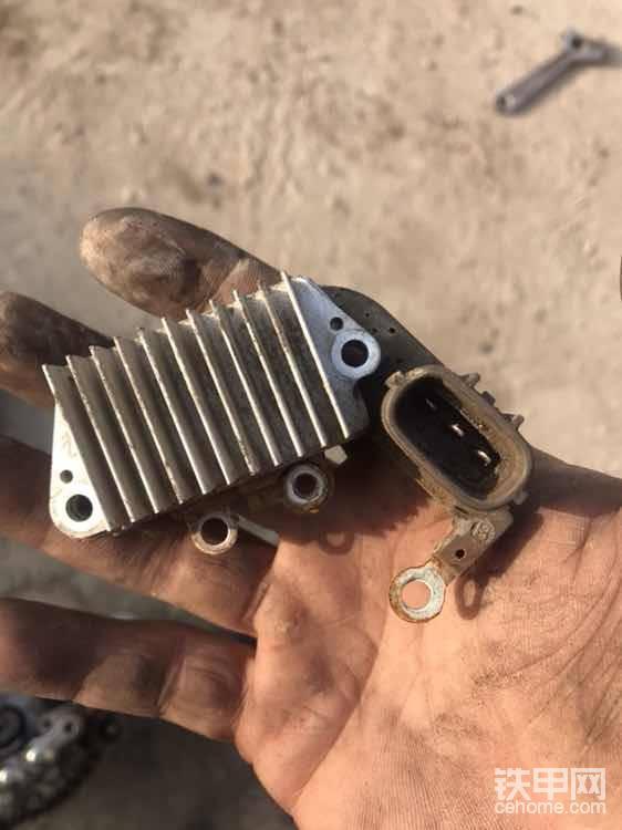 内置调节器拿掉!这个铝的东西是便于散热的!