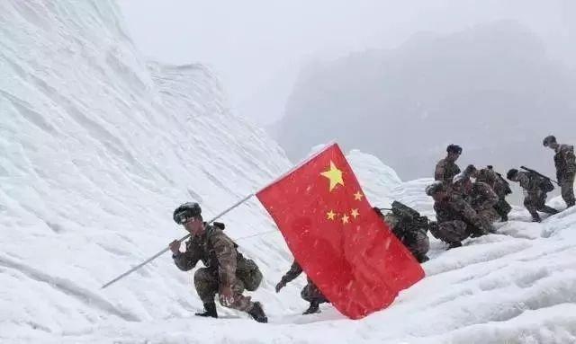 向奋战在一线的人民解放军致敬