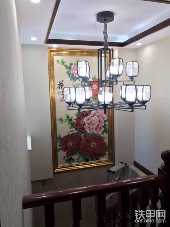 别墅里面的楼梯间壁画!