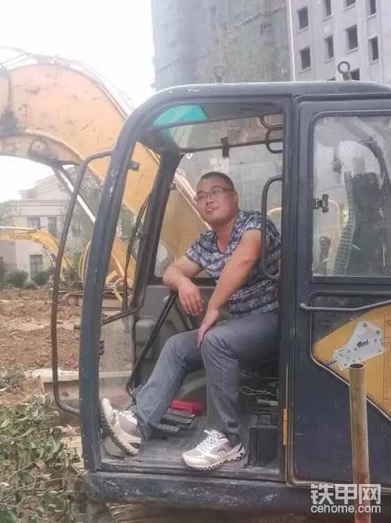 孙大圣!一个特别喜欢炫富的小胖子!自己拥有好几台挖掘机,但是最大的遗憾就是买不起一台四不像!