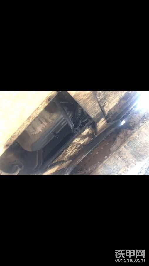 热车看看发动机下排气,仔细看看是否有烟气(或者拧掉加油盖也可以)