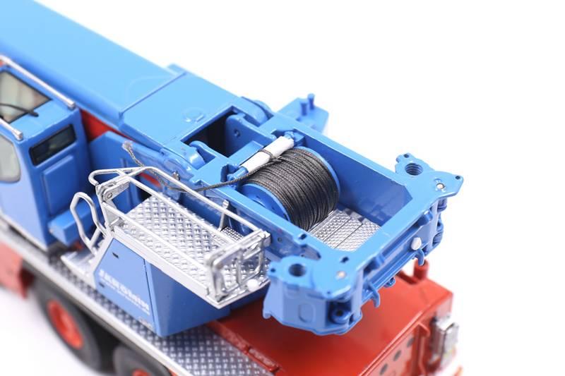 模型的起重驾驶室,也是可在上仰的!而后面的爬梯细节,就不必多说了!