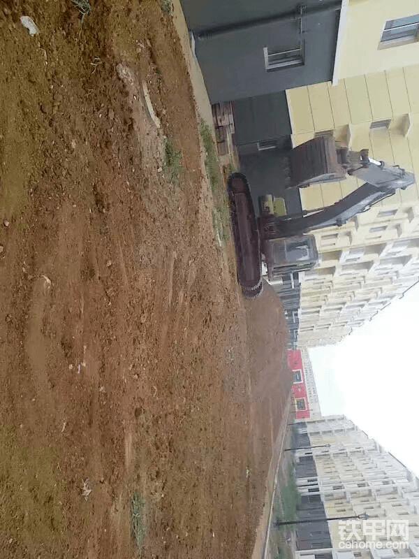 我在安哥拉开挖机1:一心想挣钱,23岁去非洲!