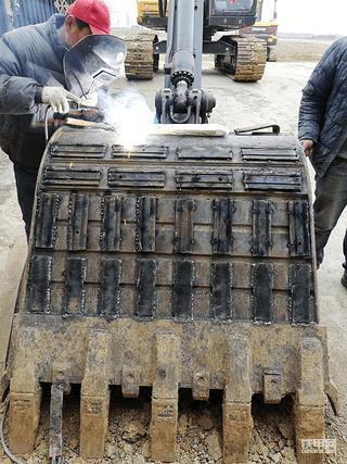 入行3月,喜提沃尔沃EC220DL和55D挖掘机!