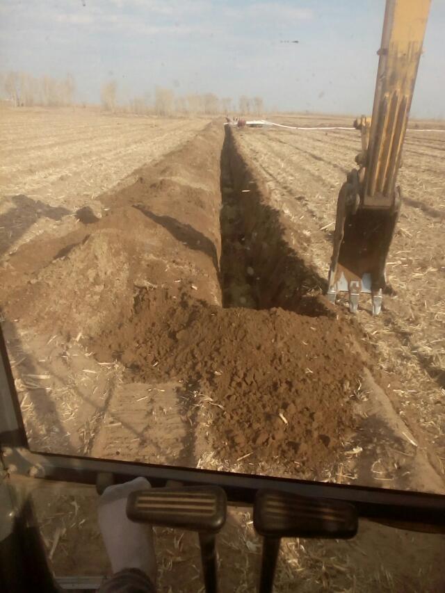 两个挖掘机司机找活