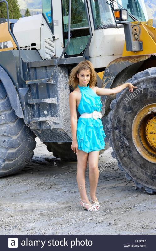 美女与挖掘机,画面太美了。。。