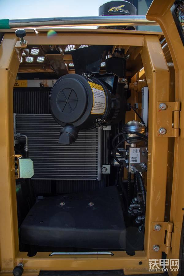 空气滤芯以及散热系统