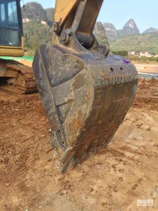 出售一个小松200-8挖斗,原装斗0.9方挖斗
