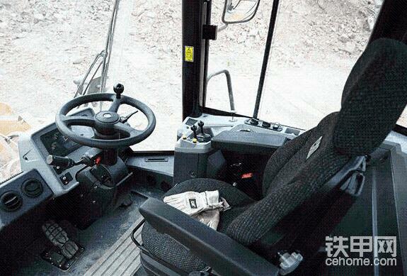 座椅和内饰,卡特为业主煤场服务车型