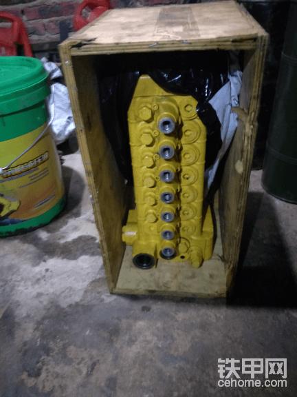 转让小松60杠7全新分配阀一个,挖机卖掉了拆下来分