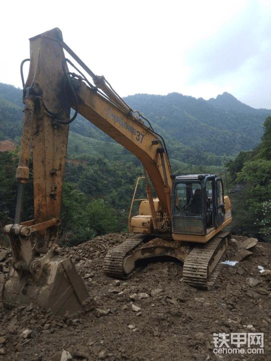广西梧州220柳工挖掘机帖子图片