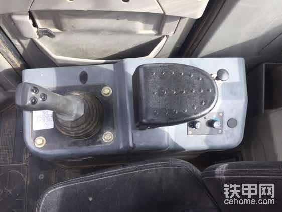 单杆先导操作及空调系统,原车空调特别凉快!还有我特别喜欢的断气刹车