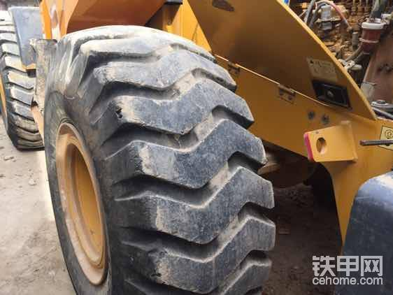 轮胎还有很高的胎花