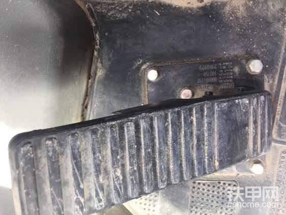 刹车踏板,从磨损程度就能看出工作量不大
