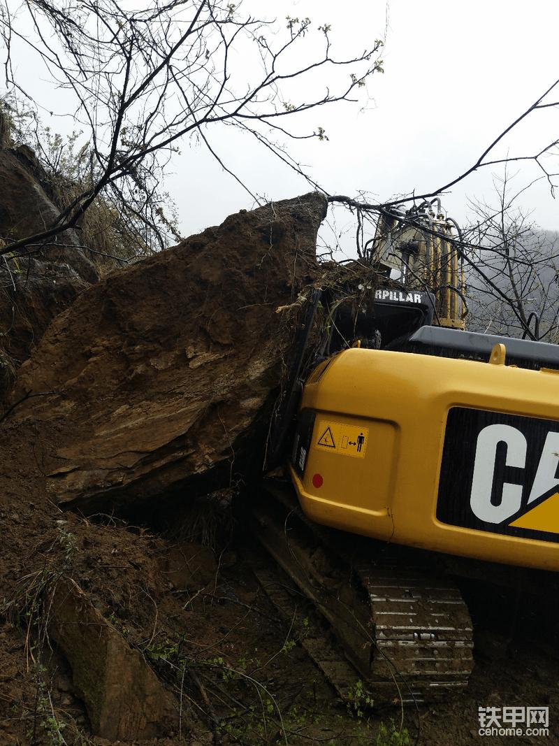又一次救援挖机,心酸啊。
