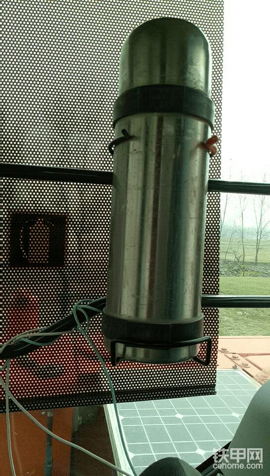 特大水杯支架!再也不怕水不够喝了!在灭火器处改装的,某宝就有!