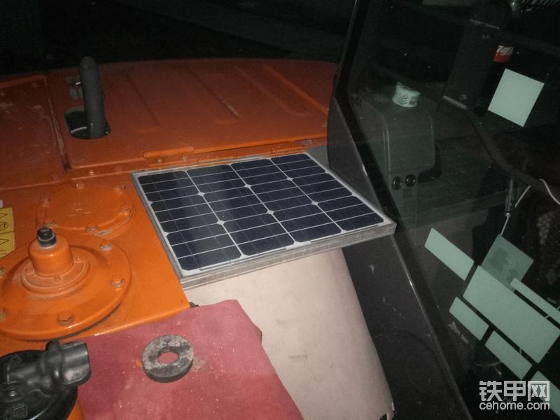 太阳能板,又可以挡住阀块,还能给独立电瓶充电!