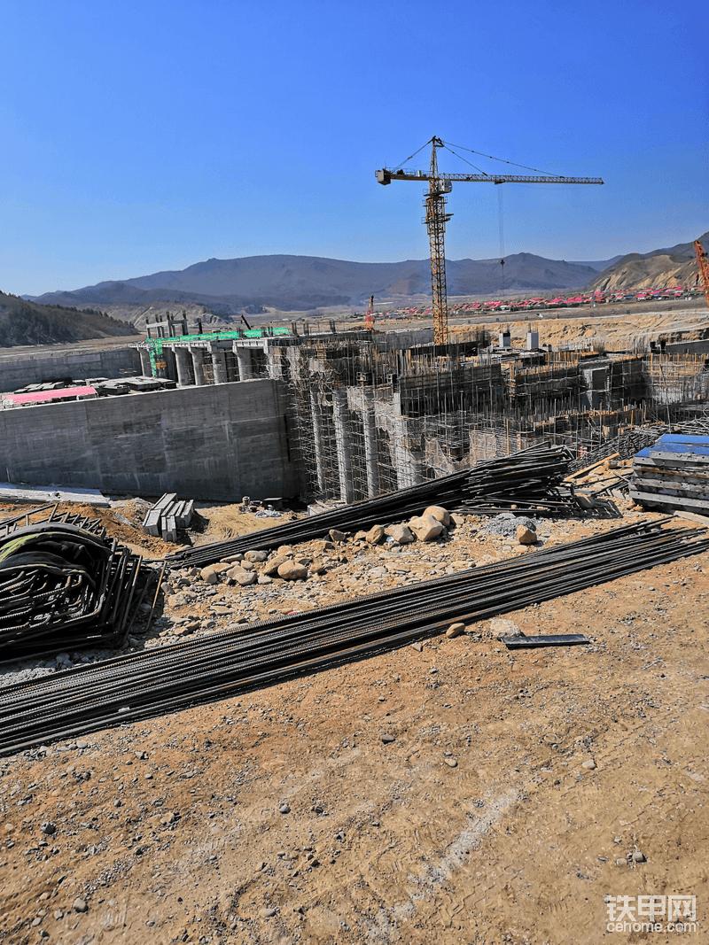 在施工中的水电站。