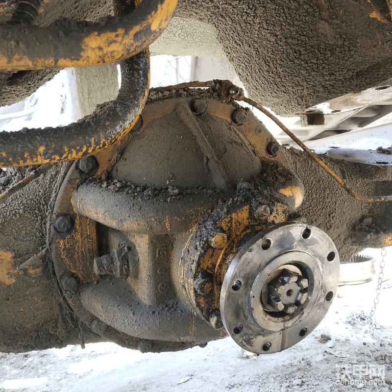 下落到一半,拆掉三通的刹车油软管