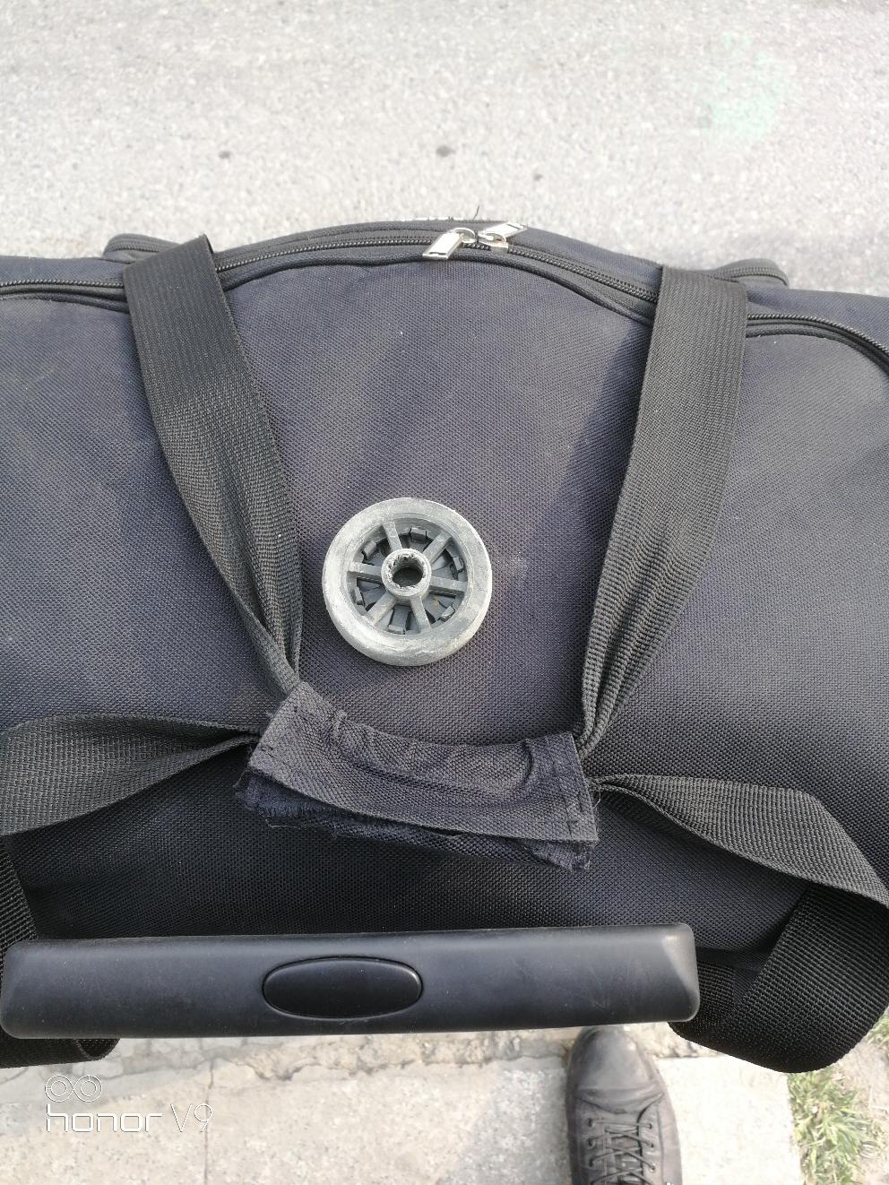 行李箱的车轱辘不能远行啊!