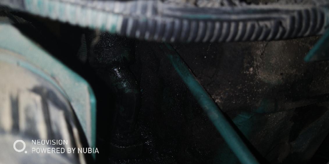 沃尔沃140挖机漏机油求师傅们指点