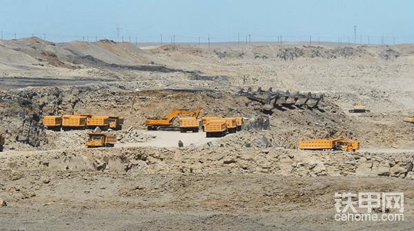 B施工队:单台挖机,与矿卡数量比例不太科学,又是矿卡误工,说明现场施工组织设计真的是项目利润的关键,所有设备的功效比就是利润的平衡点。