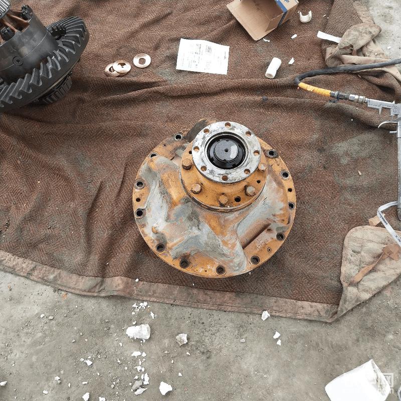 按顺序装好,然后把主动齿轮装入减速壳。