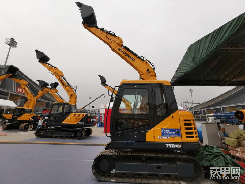 好了,大家熟悉的现代挖机,此次是现代湖南代理商携七款挖机参展,其中一台520LVS是韩国纯进口…稍后出图集