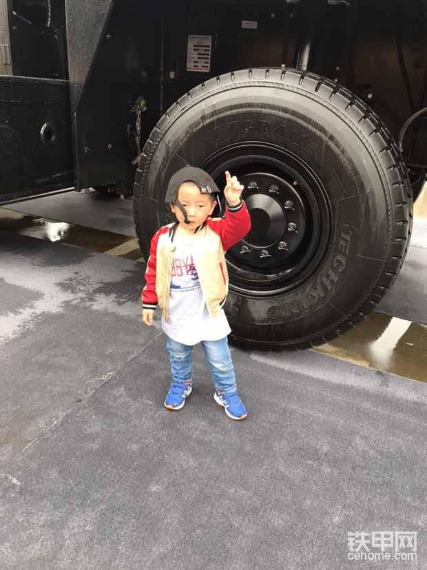可想而知这轮胎有多大。